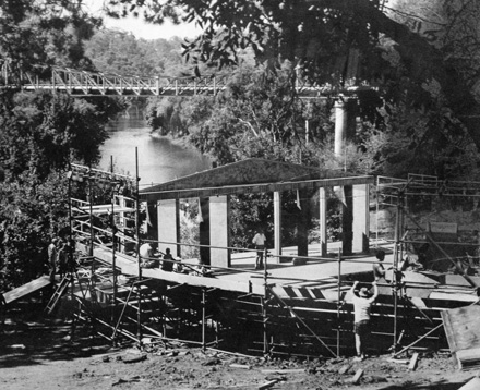Pop-up scaffolding theatre on the Yarra riverbank, 1983